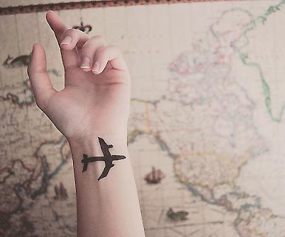 Id es de tatouages - Avion en papier tatouage ...